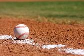 Baseball w pole bramkowe — Zdjęcie stockowe