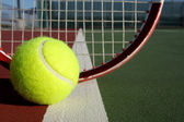 Tennis Ball and Racket — ストック写真