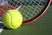 Tennisbal en racket — Stockfoto
