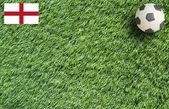 Modellera fotboll på gräs bakgrund — Stockfoto