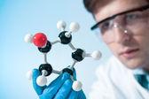 Científico que trabaja en el laboratorio — Foto de Stock
