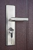 Porta com a chave na fechadura — Fotografia Stock