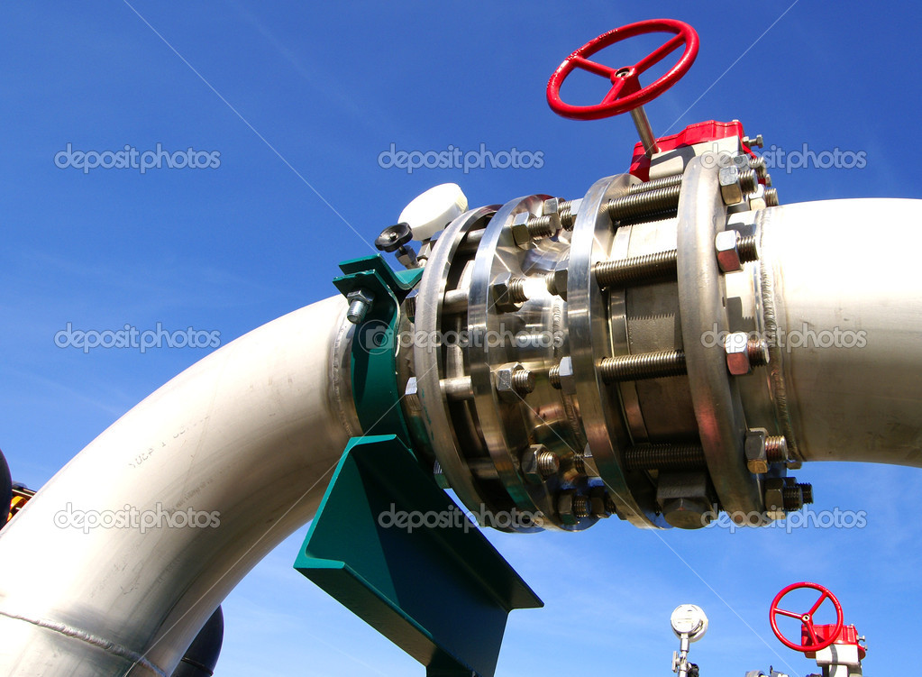 Industrial zone, Steel pipelines and valves against blue sky — Stock Photo #10409766
