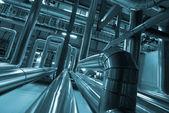 工業地帯、鋼鉄パイプラインとブルーの色調でケーブル — ストック写真