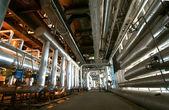 Zona industrial, válvulas y tuberías de acero — Foto de Stock