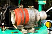 Gas flaska på en gaffeltruck — Stockfoto