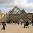 The glass pyramid of the Louvre in Paris — 图库照片