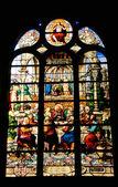 在巴黎 3 圣艾蒂安教堂的彩色玻璃窗口 — 图库照片