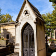 Crypt in the Pére-Lachaise cemetery in Paris — Stock Photo