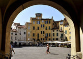 Palazzo Amfiteatro in Lucca — Stock Photo