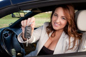 Business woman holding car key — Stock Photo