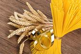 Spaghetti en oren van maïs — Stockfoto