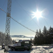 Mobile phone communication antenna tower and SUV car in winter, mountain — Stok fotoğraf