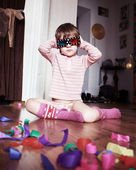 Child whit 3d glasses on a wooden floor. — Stock Photo