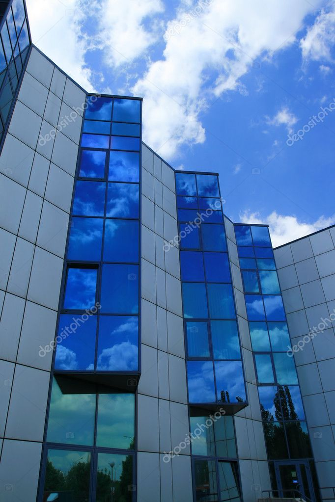 Skyscraper in Poland - ultramodern steel and glass building — Stock Photo #8749028