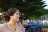 バックパックの若いペルー女性 — ストック写真