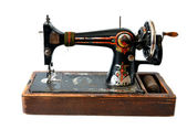 Isolated antique sewing machine — Stock Photo