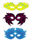 Uppsättning abstrakta vektor isolerade karneval masker — Stockvektor