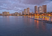 Sunset at Waikiki Beach, Oahu Island Hawaii, cityscape — Stock Photo