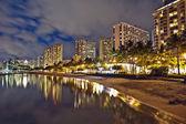 вайкики бич, остров оаху гавайи, городской закат — Стоковое фото