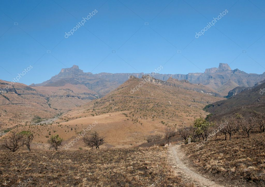 Amphitheater Drakenberg Mountains in Royal Natal National Park, South Africa — Stockfoto #9713317