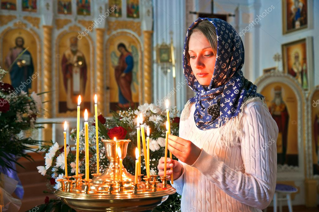 Girl with a candle in the Orthodox Church. — Zdjęcie stockowe #10218937