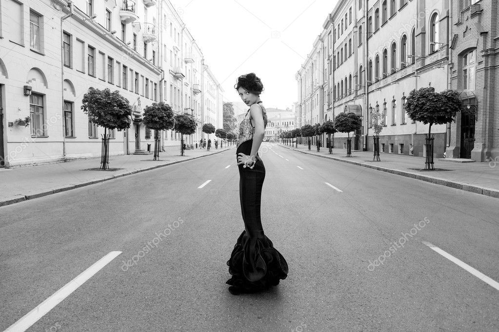 Очень красивая девушка черно фото