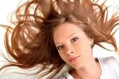 Adolescente hermosa disfrutando alegre aislado sobre fondo blanco — Foto de Stock
