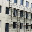 Scaffold against the wall and windows — Stock Photo