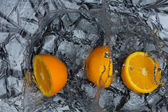 Orange and splashing water — Stock Photo