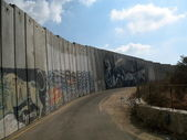 Wall separating israel with the west bank in Israel — Stock Photo