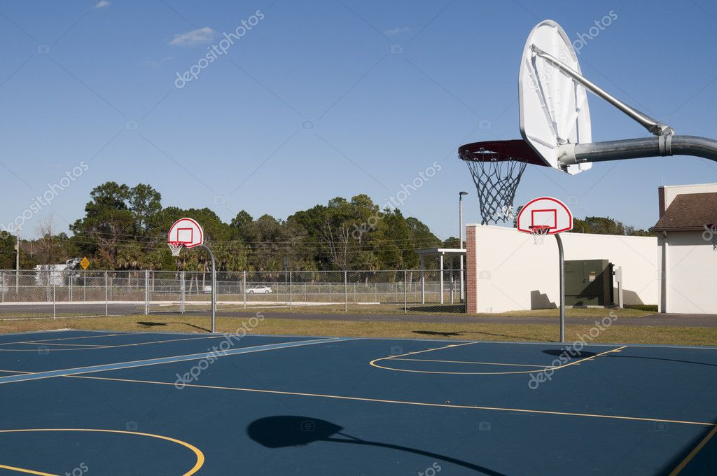 School basketball platform — Stock Photo #8329732