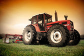 Old tractor on the field — Stock fotografie