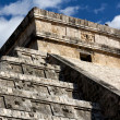 Detail of Top of Kukulkan Pyramid at Chichen Itza — Stock Photo