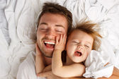 Child Dad White Sheet Laugh Lay — Zdjęcie stockowe