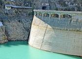 電気を生成するために水力発電のダム — ストック写真