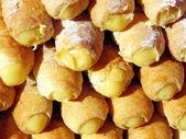 Delicious Italian pastries stuffed with sweet yellow cream — Stock Photo