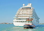 Cruise ship with passengers on board — Stock Photo
