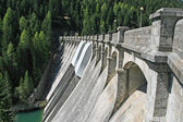 Reservoir dam for electricity generation with clean — Stock Photo