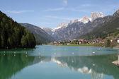Frozen Alpine Lake Misurina with dolomiti mountains — Stock Photo