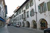 Główne drogi tolmezzo, miasto w północnych włoszech — Zdjęcie stockowe