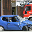 Car destroyed in a traffic accident and trucks of firefighter — Zdjęcie stockowe