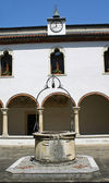 Cloister of the convent with the ancient well — Stock Photo