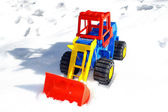 Child's toy scraper in use on fresh snow — Stockfoto