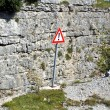 Sign of caution and danger on the edge of the precipice — Stockfoto