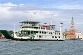 Lagün araçlarda taşıma türü feribota gemi — Stok fotoğraf