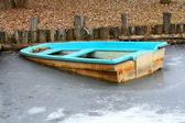 Naufrágio de um barco bloqueado por gelo — Foto Stock