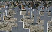 Groby nagrobki i krzyże na cmentarzu w włochy — Zdjęcie stockowe