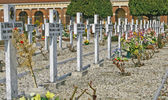 Graves headstones and crucifixes of a cemetery in Italy — Zdjęcie stockowe