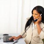 在电话上交谈的女商人 — 图库照片 #10401487